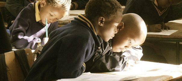 Dzieci nie chodzą do szkoły w związku z pandemią koronawirusa.